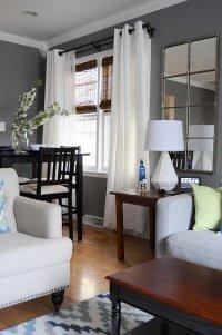 Wohnzimmer in hellen Farben eingerichtet